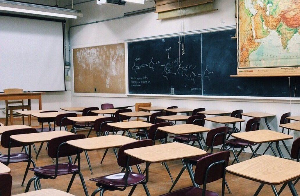 DeSantis propone reabrir las escuelas cuando padres y maestros se sientan cómodos