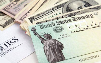 IRS: Ya están llegando a las cuentas bancarias primeros cheques de estímulo de $1,400
